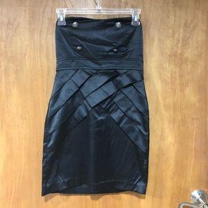 Dresses & Skirts - Black strapless